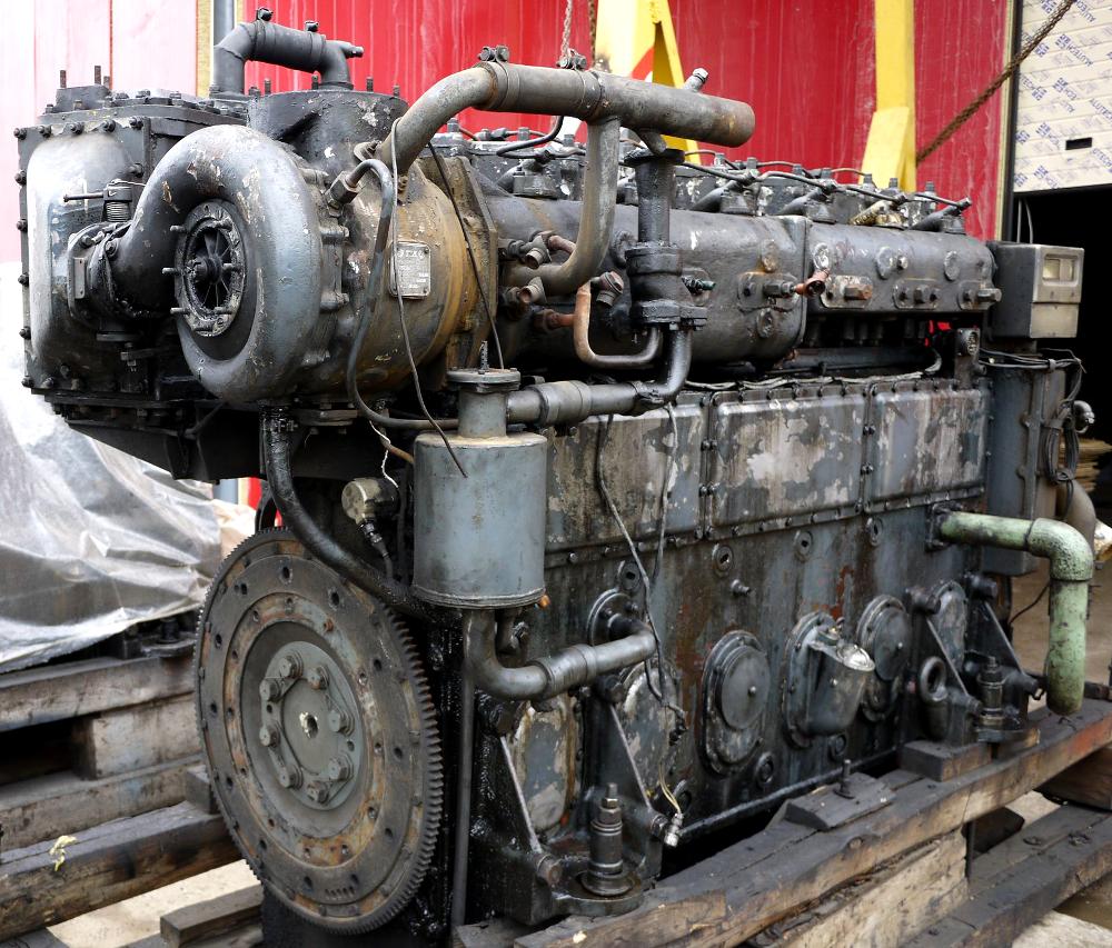 Дизельный двигатель 6Ч21/21 на момент его доставки на предприятие